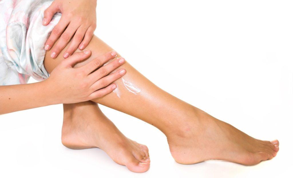 Растирание икр ног