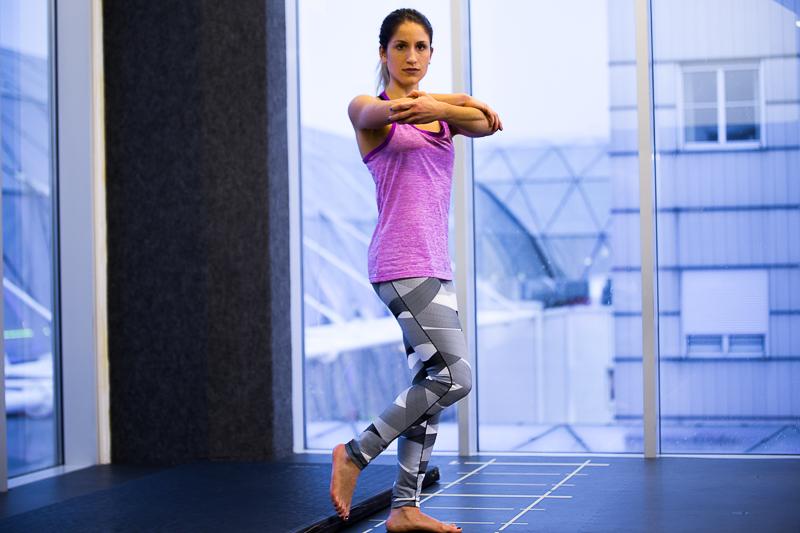 Упражнение для увеличения мышечного контроля лодыжек и ступней ног