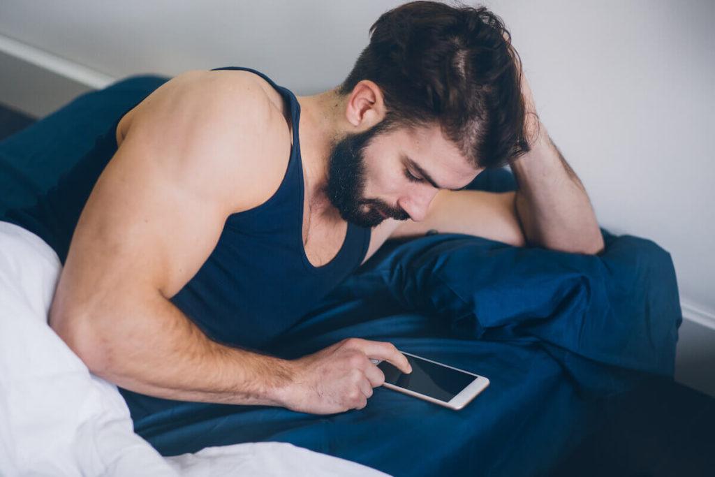 Прокрутка новостей помогает быстрей уснуть