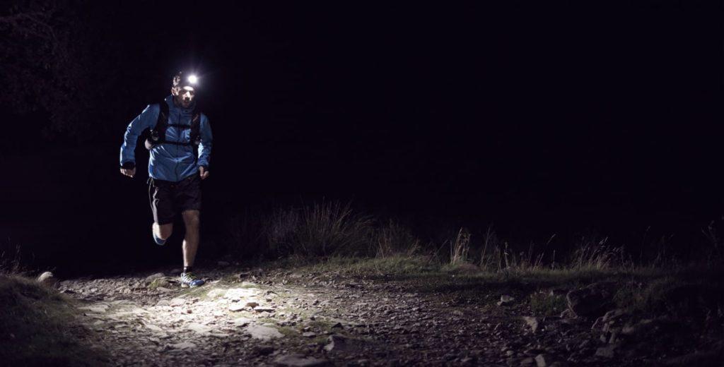 бег в темноте