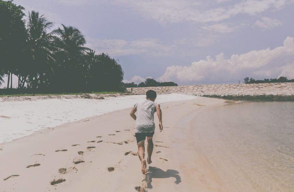 бег на пляже