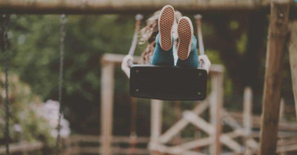 Упражнения на свежем воздухе в парке
